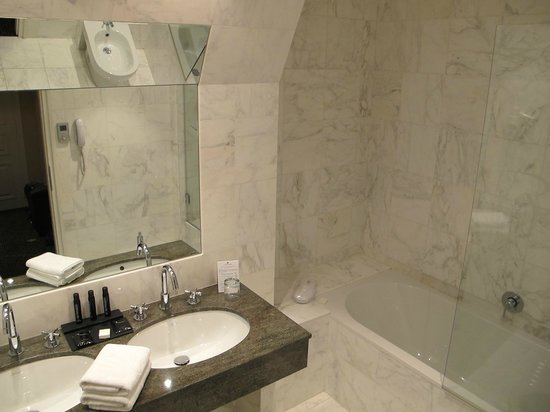 Régent Contades : Salle de bains (Chambre au 4e étage)