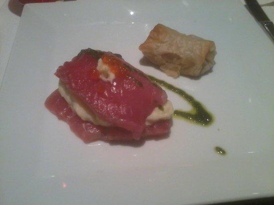 Ristorante Numero Unico : Filetto di tonno crudo con mousse di baccala', caviale di salmone e cannolo di fagioli cannellin