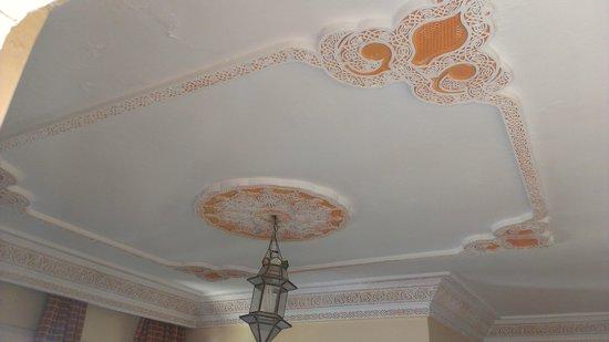 Hotel Astrid: Ceiling in room