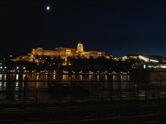 Burgpalast: Palais la nuit.
