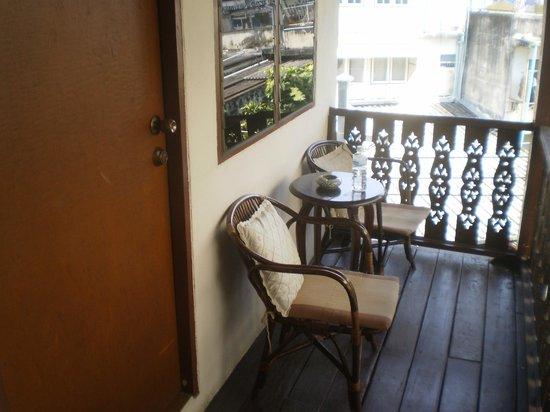 Mountain View Guest House: Petite terrasse attenant à la chambre