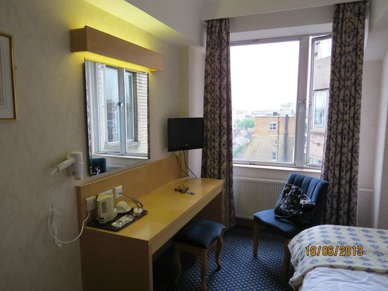 Imperial Hotel : Room