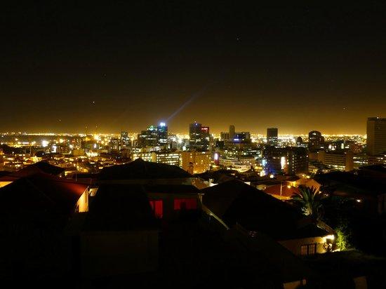 Upperbloem: Kapstadt bei Nacht - Blick von der Terrasse