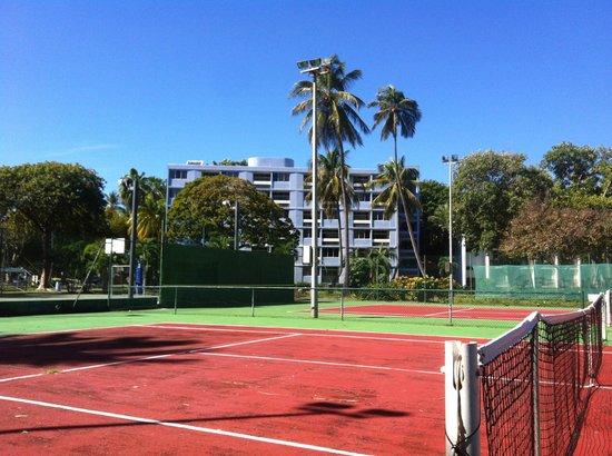 Club Med La Caravelle: Chambres Club derrière terrain de tennis