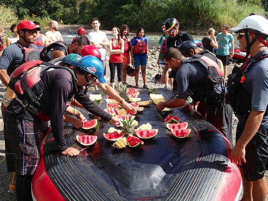 Desafio Adventure Company - Day Tours: Stop for excellent fresh fruit along the way