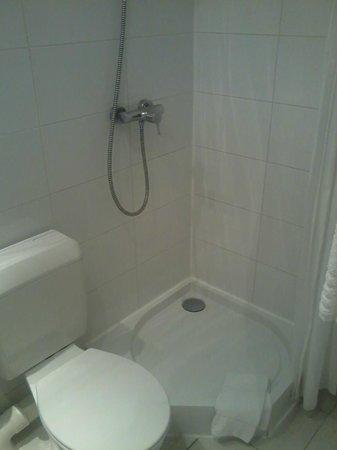 Hotel Opera Bruxelles : Bathroom was OK