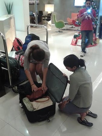 Legacy Express Sukhumvit by Compass Hospitality : The staff searching my luggage
