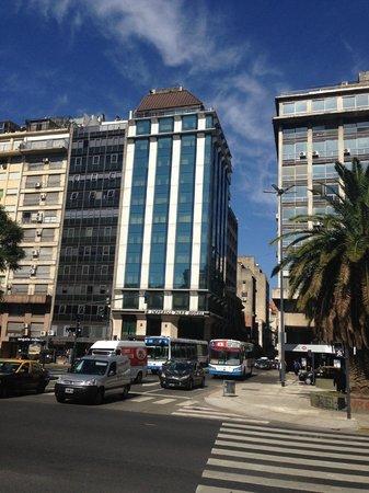 Imperial Park Hotel : Vista do Hotel pela 9 de Julio