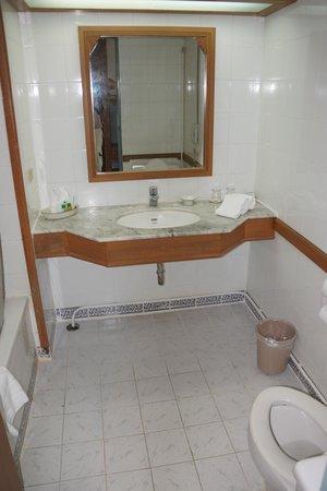 Wiang Indra Riverside Resort: Salle de bains