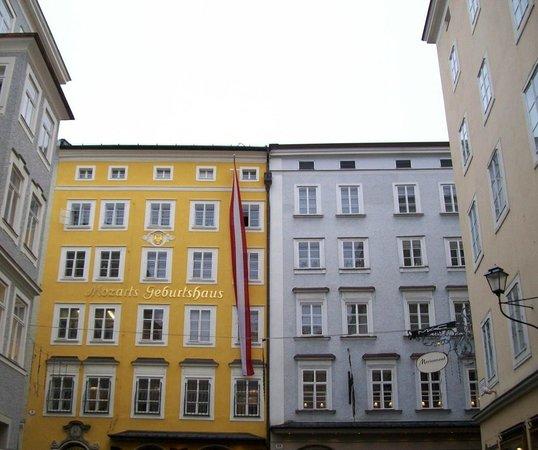 Mozart's Birthplace : facciata della casa natale di Mozart
