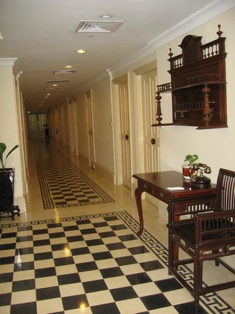 Raffles Hotel Le Royal: couloir de la chambre