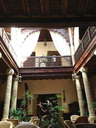 Villa de l'O : Partie du hall de l'hotel (verrière du toit s'ouvre)