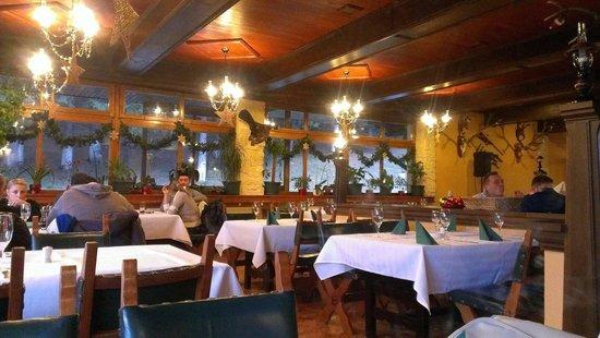 Restaurant Vanatorul: Inside