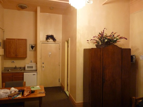 Chelsea Inn - 17th Street: Another view towards entrance showing door to bathroom