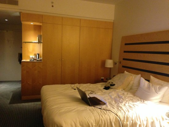 Hilton Copenhagen Airport : lit double avec 2 couettes simples