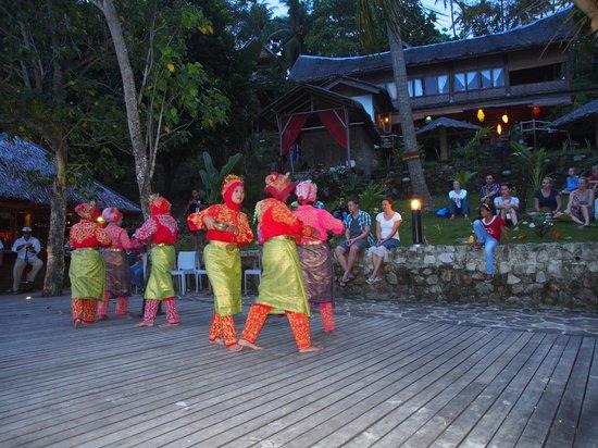 Casa Nemo Beach Resort and SPA: Danzas tradicionales en Fin de año