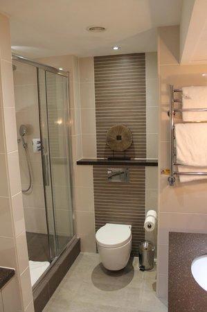 Macdonald Windsor Hotel: Very Clean Bathroom