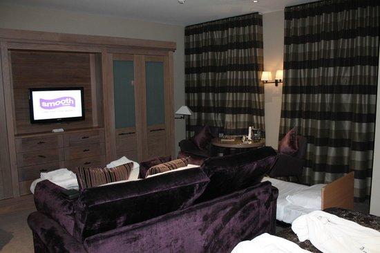 Macdonald Windsor Hotel: Our Bedroom