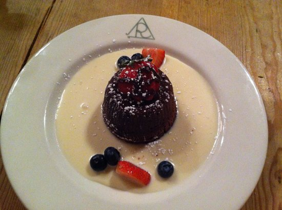 Reata Restaurant: Molten cake