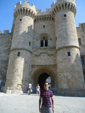 Hotel Mediterranean: Palácio do Grão Mestre na cidade medieval em Rodes