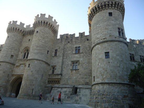 Hotel Mediterranean: Palácio do Grão Mestre na cidade medieval / Rodes