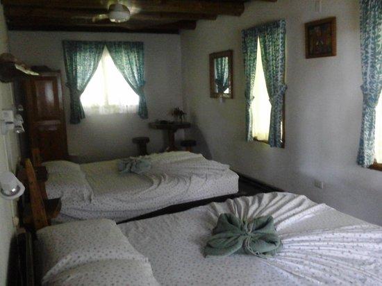 Entre Dos Aguas: large end room