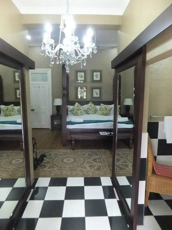 De Charmoy Estate Guest House: The honeymoon suite with extra large bed