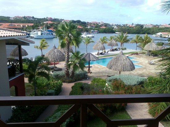 La Maya Beach Luxury Apartments: veduta dal terrazzo sulla baia