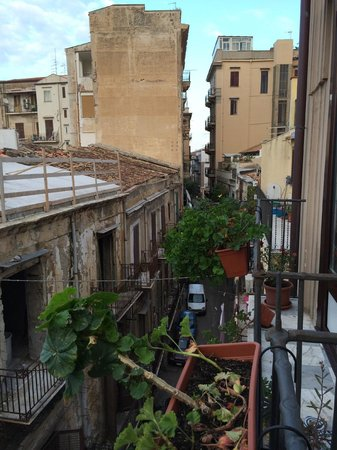 La via delle biciclette: The view from the balcony