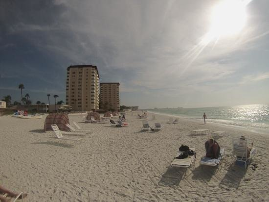 Sandcastle Resort at Lido Beach : View South along the beach in front of the Helmsley