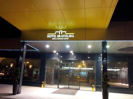 Hotel Bratislava: Ingresso hotel