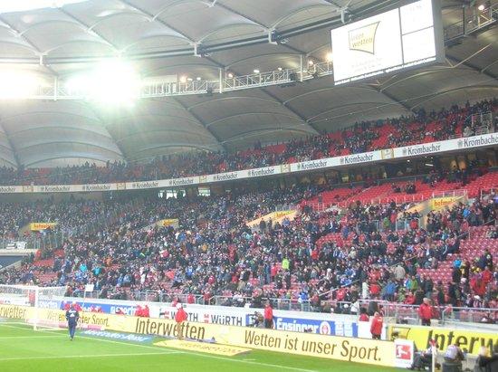 Mercedes Benz Arena: スタジアムの雰囲気