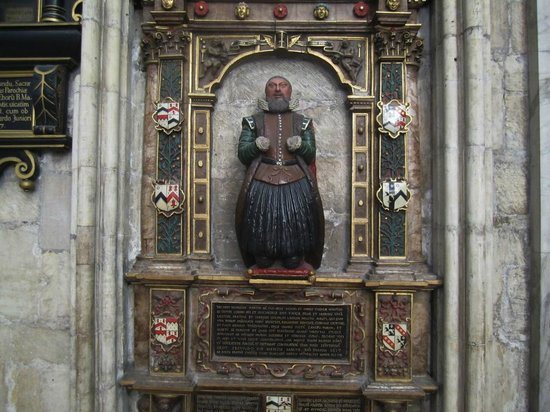 Catedral de York: One of the tombs
