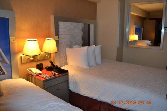 Hampton Inn Manhattan - Madison Square Garden Area: Quarto limpo e organizado.