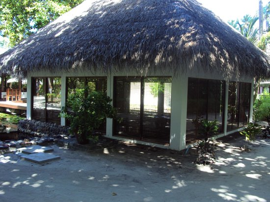Filitheyo Island Resort : A traditional thatched hut-The Library!