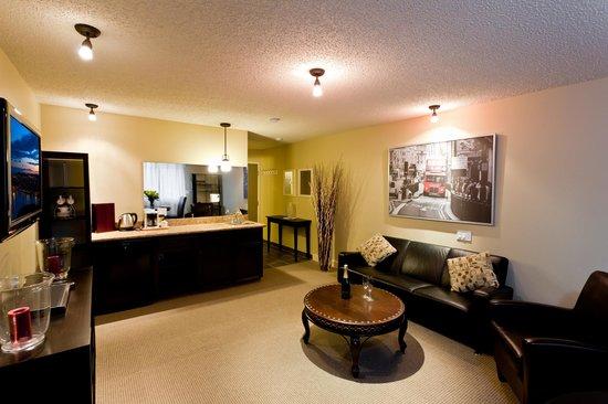 Red Tree Lodge: Mount Fernie Suite Living Room