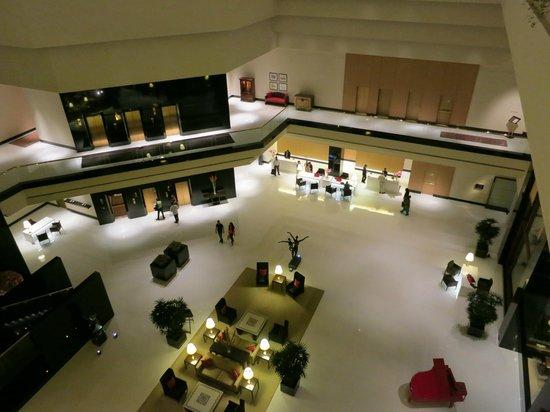 The Oberoi, Mumbai : Modern stylish lobby reception area