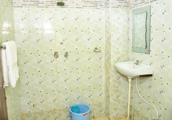Krishna Haveli - Hotel Mumtaj Villa: Bathroom