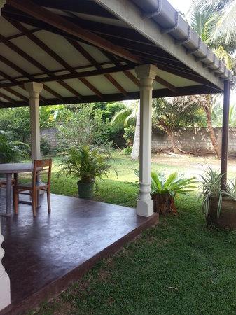 The Family Guesthouse : the garden