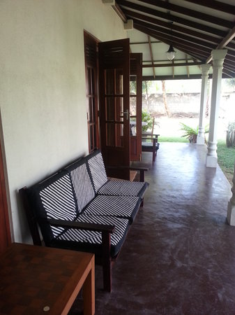 The Family Guesthouse : the porch