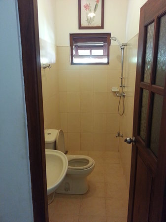 The Family Guesthouse : the restroom