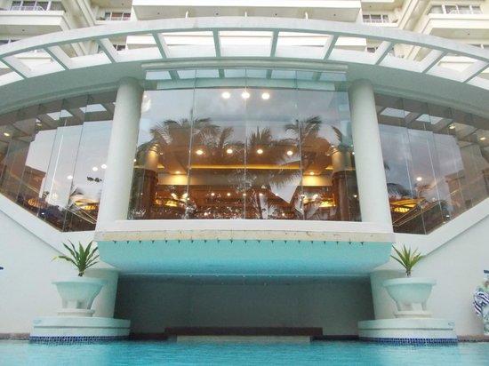 Dorsett Grand Labuan: swimming pool