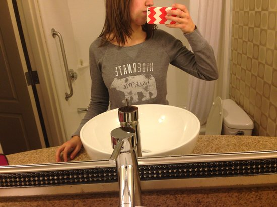 """Holiday Inn Macon North: Im 5'5"""" and the sink was maybe 5"""" above my belly button; not good for small children."""