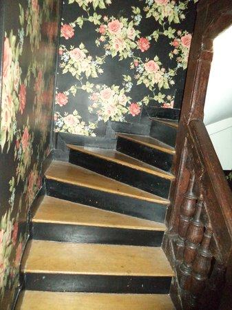 Hotel Esmeralda: Escaleras primera planta