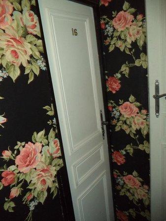 Hotel Esmeralda: Puertas habitación.