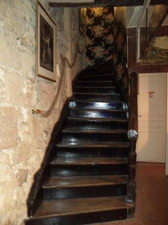 Hotel Esmeralda: Escalera recepción a planta 1º. Entrada.