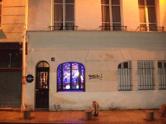 Esmeralda Hotel: Entrada principal hotel.