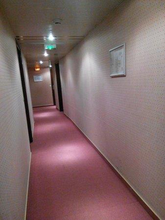 Hotel-Restaurant Le Fruitier: couloir