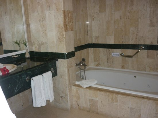 Luxury Bahia Principe Ambar Blue Don Pablo Collection: Bathroom 63308