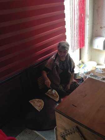 MDC Hotel : A lady preparing Gozleme